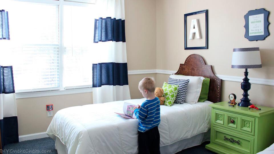 Quarto de menino com papel de parede