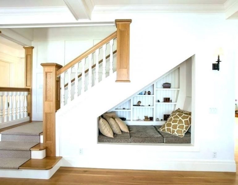 como-fazer-decoracao-embaixo-da-escada